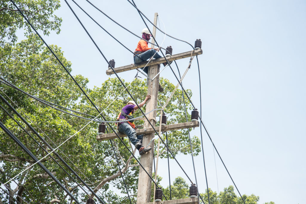 Electrician vs Lineman: What's the Difference?