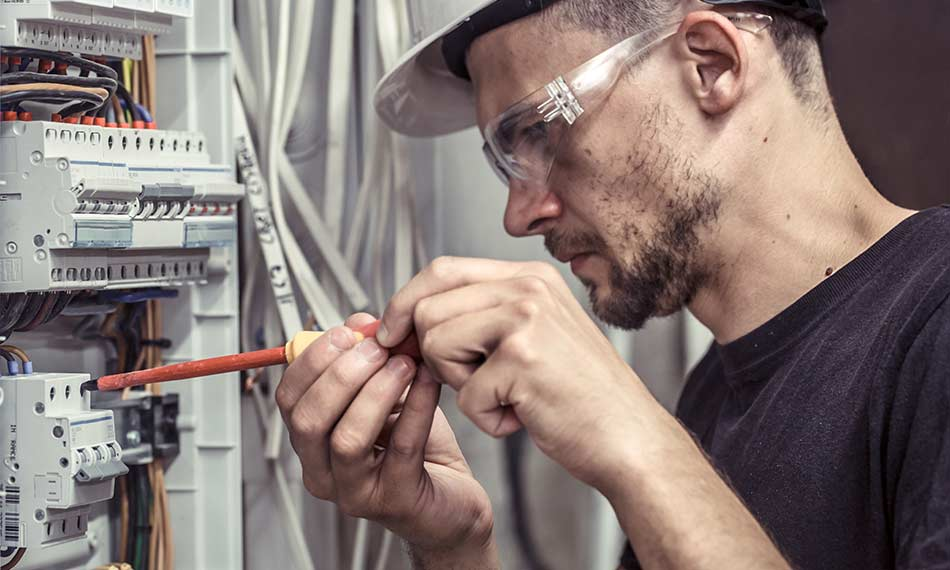 What's an Electrical Trainee Card and How Do You Get an ET Card?